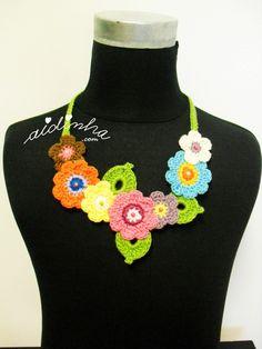 Colar bouquet, de crochet, noutros tons