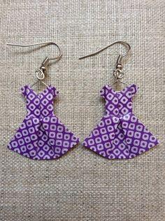 Boucles d'oreille robes violettes et blanches en origami