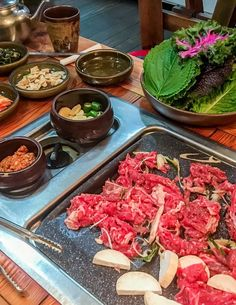 A delicious Korean barbecue in Seoul's Insadong neighborhood. K Food, Food Spot, Amazing Korean Food, Korean Bbq Restaurant, Around The World Food, Korean Dishes, Recipe For Mom, Food Cravings, Bon Appetit