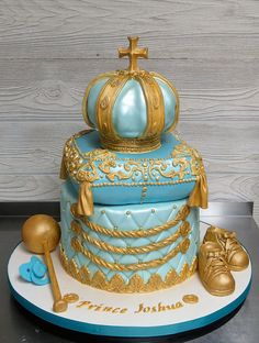 Everything on this cake was handmade and edible: crown and pillow were all cake, shoes and ball of scepter were cereal treats covered and decorated with fondant, and binky was made of fondant. Baby Shower Cakes, Baby Shower Themes, Shower Ideas, Cake Sketch, Pillow Cakes, Cake Show, Cereal Treats, Cake Tasting, Cake Gallery