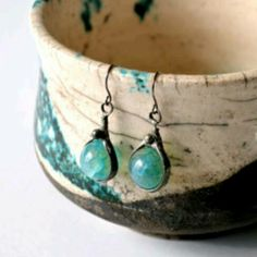 Simple agate drop earrings. Great movement.