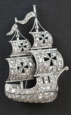 An Art Deco platinum and diamond Caravel brooch, circa 1930. #ArtDeco #brooch #antiquejewelry