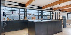 """Unoform - U-series køkken i """"Black Oak"""" fuldender dette fantastiske rum"""
