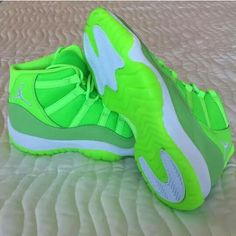 brand new 04a33 9a573    Cheap Sale OFF!    Visit   USA track star Kori Carter received an  exclusive Neon Green Air Jordan 11 PE as a gift right before the Olympics.