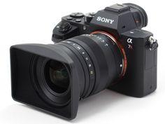 トキナーから面白いレンズが発売された。その名は「FíRIN 20mm F2 FE MF」。ソニーEマウント(35mmフルサイズ対応なのでソニーでいうFEタイプ)のマニュアルフォーカス専用レンズにして、焦点距離は超広角の20mm、開放F2の大口径という気合いの入ったスペックである。