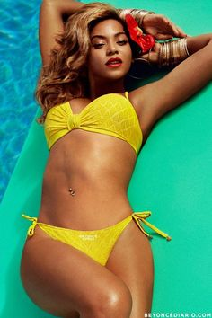 Beyonce poolside with a mellow yellow swim suit and a red flower in her hair. Blue Ivy Carter, Solange Knowles, Michelle Lewin, Jay Z, The Bikini, Bikini Girls, Weight Lifting, Under Armour, Beyonce Style