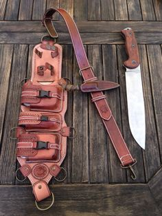 Leather sheath looks like Leo's tool belt upgrade heros of Olympus forever Leather Armor, Leather Holster, Leather Pouch, Leather Tooling, Steampunk Accessoires, Bushcraft Gear, Knife Sheath, Kydex, Leather Pattern