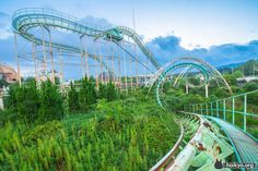 Cool pix of an abandoned Japanese amusement park! Click thru for more, via Atlas Obscura.