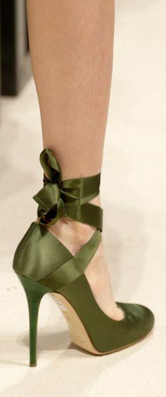 Olive green ribbon high heel More