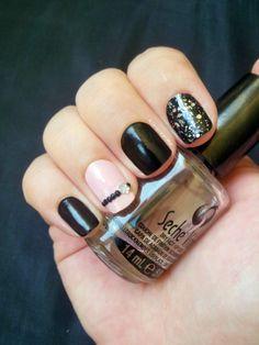 Pink and black -- China Glaze Liquid Leather n°544 - China Glaze Razzle me Dazzle me n°1183 - Mini Bourjois Anniversaire année 1938