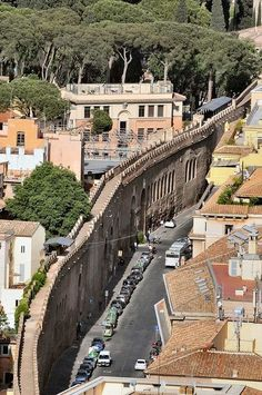 Calle de Guidad del Vaticano (Wall from Vatican City to Castel Sant'Angelo)