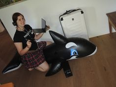 Masha mit dem Reise-Koffer von BRACK.CH