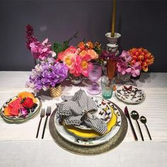 We absolutely love everything about this tabletop at  Day 2 of our sister company @alchemyfinehome and @alchemyeventsvw Pop Up StyleShop in NYC! They took over the @vistaalegreofficial @41madison showroom with a few of @alchemyfinehome tabletop lines so they could mix and mingle with the best NYC wedding planners. #alchemystyleshop http://gelinshop.com/ipost/1523439122341169569/?code=BUkV89sFAmh