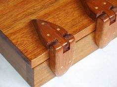 Solid wood box with wooden hinges in Teak (Tectona grandis) American mahogony (Swietenia macrophylla) and Idigbo (Terminalia ivorensis)