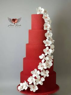 Red Wedding Cake! Elegantly Decorated!!!! Xo #weddingcakes