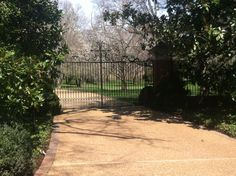 Would love an entry gate like this!!!