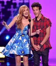 Cameron Dallas and Bella Thorne at the 2014 Teen Choice Awards