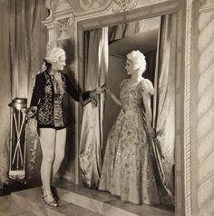 Выполнение принцесса: принцесса Маргарет (справа) в спектакле старая мать красные сапоги для верховой езды, в 1944 г.
