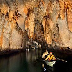 Riviere souterraine Puerto Princesa (50 km au nord de Palawan au Philippines) : une des 7 merveilles du monde