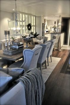 Salle à manger – Glamorous living space. The open layout between the the dining room and kitchen … Home Luxury, Dining Room Inspiration, Dining Room Design, Home Fashion, Living Spaces, Living Room, Sweet Home, New Homes, Room Decor