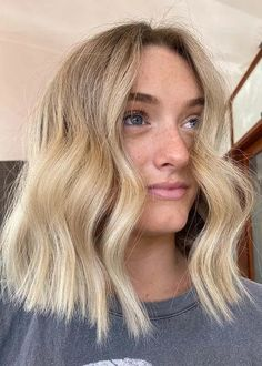 Best Creamy Blonde with Mid Length Choppy Haircuts in 2020 | Stylezco Choppy Haircuts, Blonde Haircuts, Medium Haircuts, Medium Hairstyles, Hairstyles Haircuts, Mid Length Blonde, Medium Hair Styles For Women, Creamy Blonde, Trending Haircuts