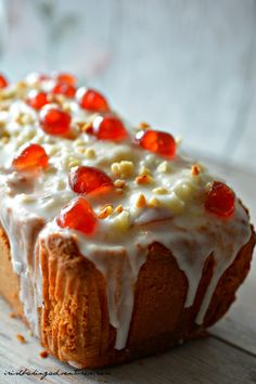 QUICK EASY CHERRY BAKEWELL LOAF Gourmet Recipes, Baking Recipes, Cake Recipes, Dessert Recipes, Nutella Recipes, Bread Recipes, Yummy Recipes, Cherry Bakewell Cake, Cherry Cake