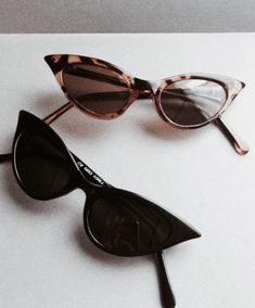 Best Ideas For Cats Eye Sunglasses Vintage Cute Sunglasses, Cat Eye Sunglasses, Sunnies, Sunglasses Women, Black Sunglasses, Illesteva Sunglasses, Trending Sunglasses, Carrie, Lunette Style