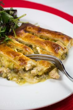 Chicken, Leek and Brie Pie - Comfort food never tasted so good with leeks cooked to a sweet caramelized state, mixed with chunks of juicy chicken pieces! Entree Recipes, Cooking Recipes, Pesto Pasta Bake, How To Make Pie, Thing 1, Brie, Family Meals, Chicken Recipes, Healthy Eating