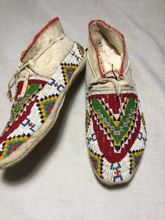 Native American Moccasins, Native American Clothing, Native American Artifacts, Native American Beadwork, Native American Indians, Native Americans, Beaded Moccasins, Beaded Shoes, Moccasins Mens