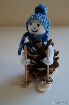 Endlessly Fun Pine Cone Crafts For Kids DIY some tree worthy ornaments with your kids by creating tropical pineapples out of pine cones! christmasart DIY some tree worthy ornaments with your kids by creating tropical pineapples out of pine co. Pinecone Crafts Kids, Pinecone Ornaments, Christmas Ornament Crafts, Snowman Crafts, Christmas Crafts For Kids, Christmas Projects, Kids Christmas, Holiday Crafts, Crochet Christmas