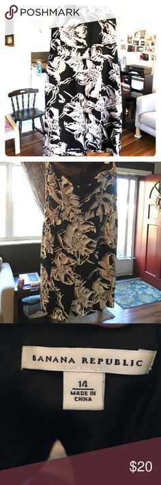 Banana Republic Strapless Floral Dress 👠This pretty, strapless, tea length, floral dress is perfect for that wedding or baby/bridal shower you have to go to soon 😘 It is Black with White and Beige pattern, and a size 14. The best part is that it has a built in bra to make it even more comfortable!☀️ Banana Republic Dresses Strapless
