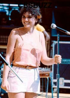 Looking pretty in curles Big Brown Eyes, Linda Ronstadt, Music Pics, Lewis And Clark, Beautiful Voice, My Crush, Guys And Girls, Rock Music, Girl Crushes