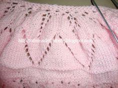 OFICINA DE FIOS BEBE: CASAQUINHO BEBÊ TRICÔ COM Á PALA EM PONTO FOLHA !!!!!!!! COM RECEITA . Knitted Booties, Baby Booties, Knitted Hats, Crochet Woman, Knit Crochet, Knit Vest, Baby Sweaters, Couture, Baby Knitting
