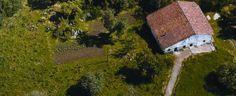 Parque Natural en España: Ecoparque de Trasmiera #Cantabria #Spain Cabin, House Styles, Naturaleza, Cabins, Cottage, Wooden Houses