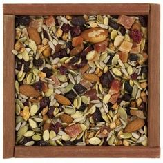 Trail mix with peanuts, pumpkin seeds and sunflower seeds. Besides being great sources of L-tryptophan, pumpkin and sunflower seeds are rich in healthful nutrients. Healthy Midnight Snacks, Healthy Snacks, Healthy Eating, Vegetarian Recipes, Healthy Recipes, Banana Chips, Healthy Sides, Clean Recipes, Pumpkin