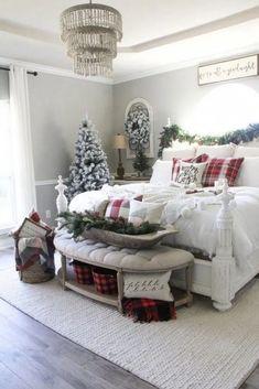 cozy christmas bedroom decor ideas for the holidays 1 Christmas Bedroom, Farmhouse Christmas Decor, Cozy Christmas, Rustic Christmas, Farmhouse Decor, Fresh Farmhouse, White Christmas, Farmhouse Style, Farmhouse Ideas