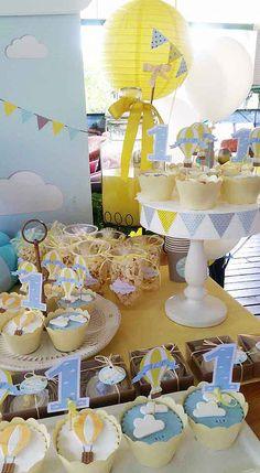 1 yaş doğum günü partisine özel olarak tasarlanan sıcak hava balonu temalı doğum günü partimizi çok beğeneceksiniz .Alp'in doğum gününü kutlarız