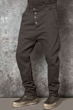 Visions of the Future: MASNADA – Baggy Pant Dark Fashion, Urban Fashion, Mens Fashion, Mode Masculine, Apocalyptic Fashion, Men Trousers, Mode Style, Men Looks, Cool Outfits