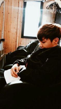 Boyfriend Hoseok Lockscreens 🐝 Please like & reblog if saved~