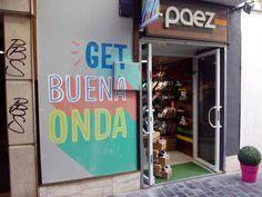 El proyecto Paez Shoes comenzó en el año 2006 en Argentina, de la mano de tres amigos diseñadores y emprendedores: Tomas Pando, Francisco Murray y Francisco Piasentini, que decidieron renovar el concepto de la tipica alpargata y convertirlo en un icono de moda.