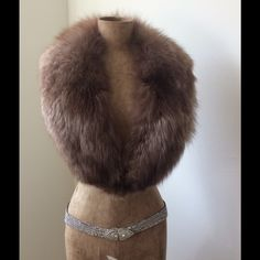 FOX FUR COLLAR Vintage fox fur collar. Lining intact and clean. Very nice piece. Fur in great shape Vintage Accessories