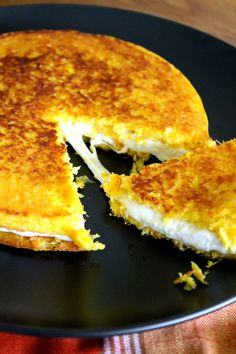 Cachapas with Queso de Mano - Cachapas are rustic Venezuelan corn pancakes, heavenly delicious when served with white cheese. Gourmet Recipes, Cooking Recipes, Healthy Recipes, Latin Food Recipes, Venezuelan Food, Venezuelan Recipes, Corn Pancakes, Colombian Food, Comida Latina