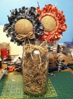 I don't know how these are made but sure would like to kow. Cloth Flowers, Burlap Flowers, Diy Flowers, Fabric Flowers, Paper Flowers, Summer Crafts, Fall Crafts, Diy Crafts, Handmade Crafts