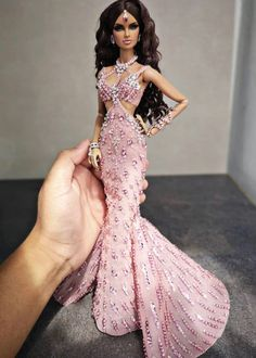 Barbie Gowns, Barbie Dress, Barbie Clothes, Fashion Royalty Dolls, Fashion Dolls, Fashion Dresses, Barbie Model, Diva Dolls, Beautiful Barbie Dolls