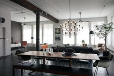Dean DiSimone's renovated loft in SoHo, New York | Saarinen Executive Armless Chairs | PC: Brian W. Ferry | Knoll Inspiration