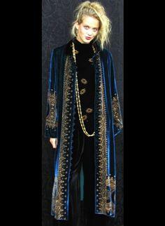 Velvet sings to me. MaryJane Long Marco Jacket - Velvet - Origins of Santa Fe Bohemian Mode, Bohemian Style, Boho Chic, Fashion Mode, Look Fashion, Womens Fashion, Girl Fashion, Super Moda, Look Short
