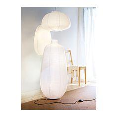 VÄTE Candeeiro de pé IKEA Luz difusa; oferece uma boa iluminação geral.