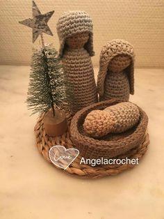 No pattern sadly. Crochet Christmas Hats, Christmas Crochet Patterns, Crochet Winter, Holiday Crochet, Crochet Gifts, Crochet Dolls, Crochet Baby, Christmas Crafts, Yarn Crafts
