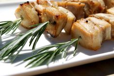 Rosemary Chicken Skewers with Tzatziki. Easy to prepare in advance, this recipe gives you tender chicken with a crisp edge. Perfect for grilling outdoors. Chicken Skewers, Chicken Tenders, Chicken Thighs, Low Carb Recipes, Cooking Recipes, Healthy Recipes, Healthy Food, Tzatziki Recipes, Rosemary Chicken