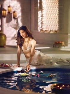 Bollywood actress Deepika Padukone looks stunningly beautiful in Divyam collection photoshoot for Tanishq jewellery. See all of her HD images from the photo session here! Bollywood Wedding, Indian Bollywood, Bollywood Stars, Bollywood Celebrities, Bollywood Actress, Dipika Padukone, Deepika Padukone Style, Vogue India, India Beauty
